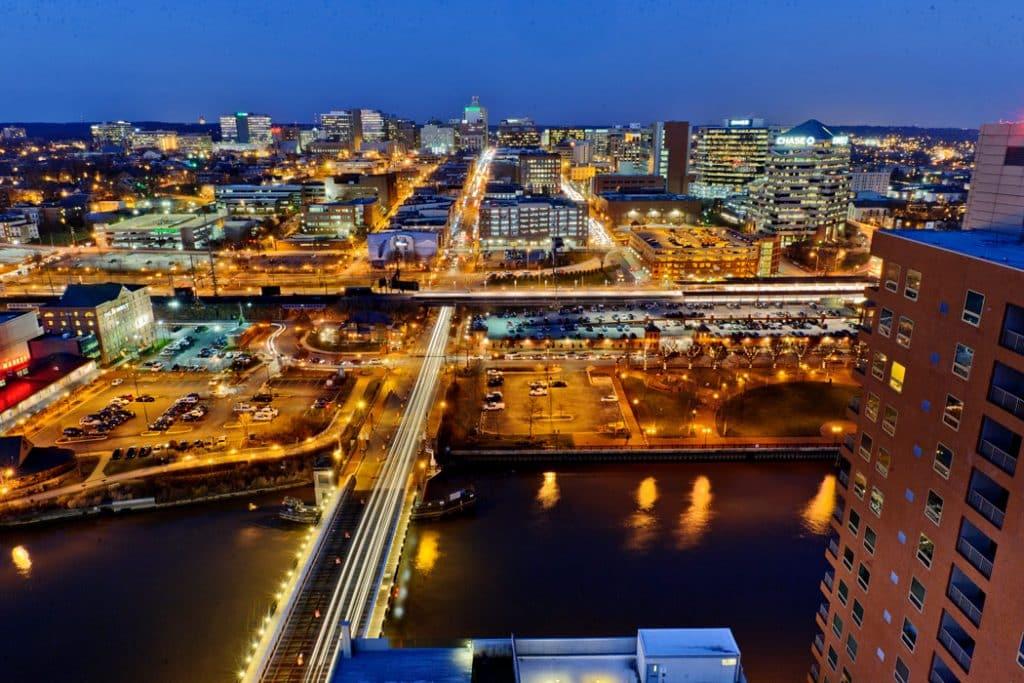 Skyline of Wilmington, DE during evening commute